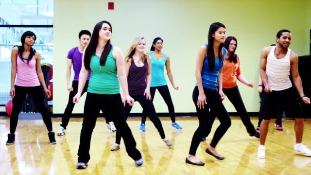 vídeos de stock, filmes e b-roll de aula de dança - dance studio