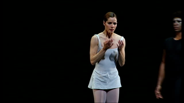 darcey bussell to retire from ballet england london covent garden royal opera house int darcey bussell rehearsing 'the song of the earth' ballet with... - darcey bussell bildbanksvideor och videomaterial från bakom kulisserna