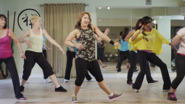 Classe di danza fitness in una palestra