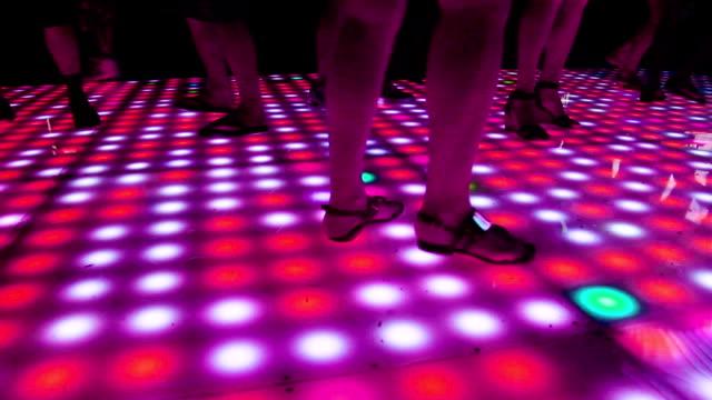 vídeos de stock, filmes e b-roll de pista de dança - membro parte do corpo