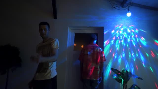 vídeos de stock e filmes b-roll de dance is our passion - break dance