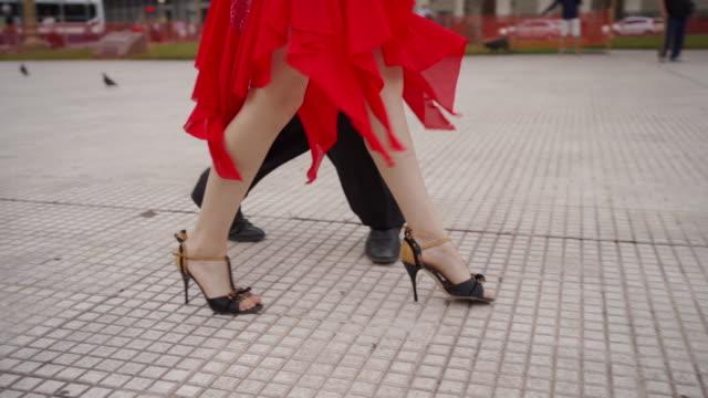 vídeos de stock e filmes b-roll de dance partners performing tango outdoors - cultura sul americana