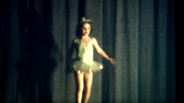 stockvideo's en b-roll-footage met dance recital 1950 - meisjes