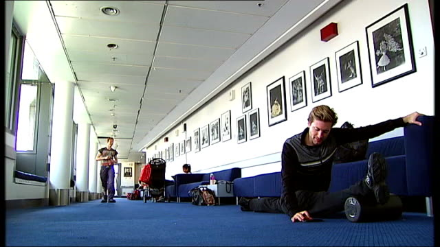 pressures faced by top ballet dancers; choreographer speaking to dancers during rehearsal sot ballet dancer doing the splits in hallway ballet... - doing the splits stock videos & royalty-free footage