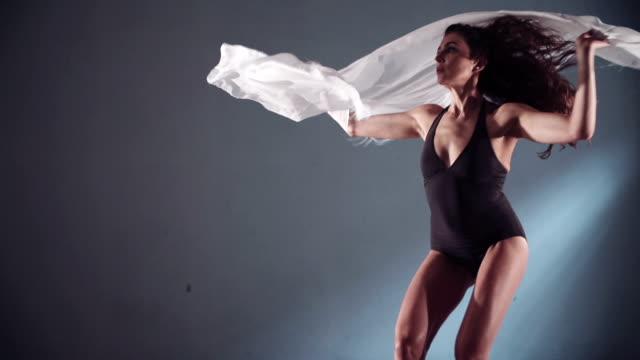 dance - attività acrobatica video stock e b–roll