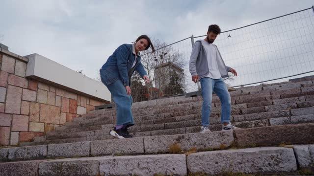 vídeos de stock e filmes b-roll de dance with somebody all day long - vida real
