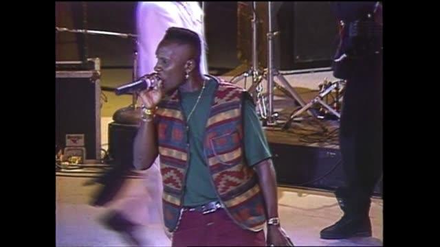 dancehall reggae artist shabba ranks performs in nyc 1993. - レゲエ点の映像素材/bロール