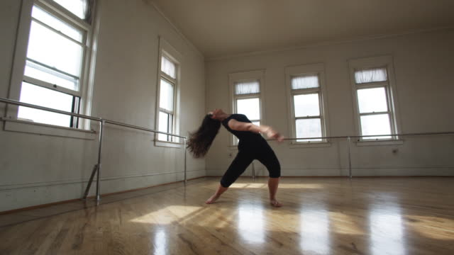 dancer in a dance studio - moderner tanz stock-videos und b-roll-filmmaterial