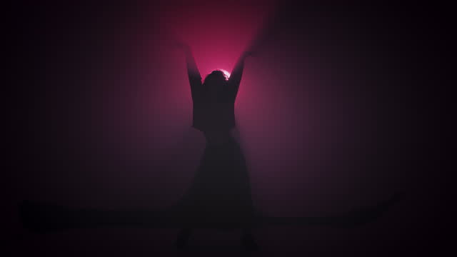 vidéos et rushes de danseur déplaçant et tissant ses beaux cheveux. - dancing