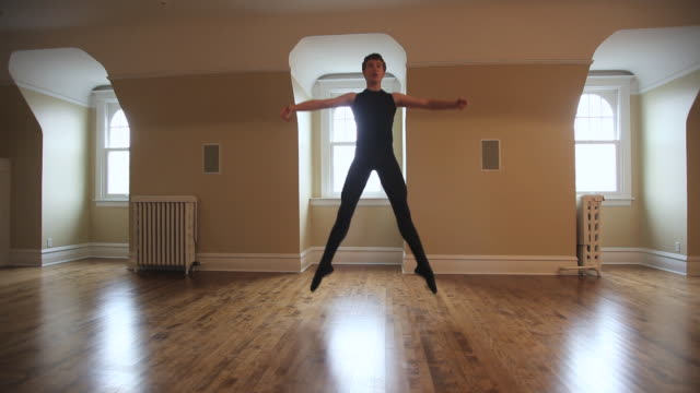 ws dancer practicing his ballet steps in dance studio / chicago, illinois, usa - ballet studio stock videos & royalty-free footage