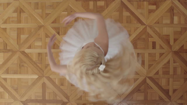 stockvideo's en b-roll-footage met dancer - balletdanser