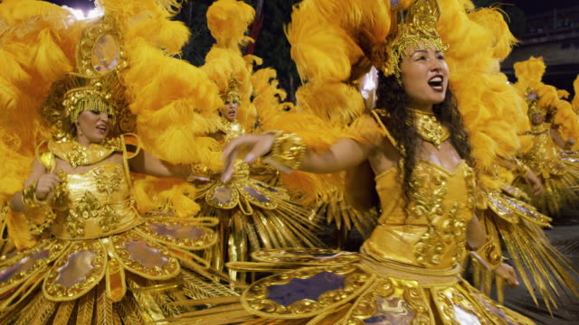 ms dancers at rio carnival / rio de janeiro, brazil - fasching stock-videos und b-roll-filmmaterial