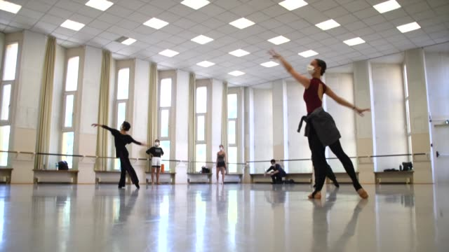 FRA: Rehearsals resume for ballet company in eastern France