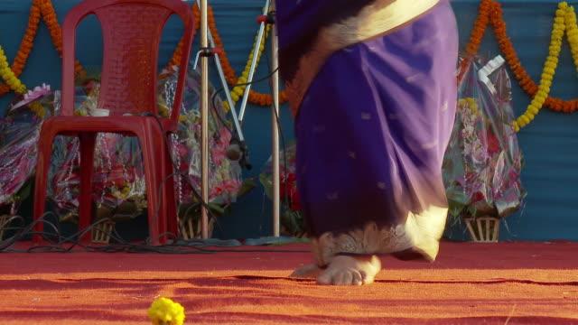 vídeos y material grabado en eventos de stock de cu tu dancers dancing at tea festival audio/ kurseong, west bengal, india - sólo una adolescente