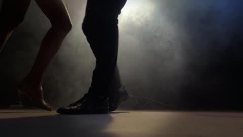 vídeos y material grabado en eventos de stock de bar dancers cuadrados - concursante