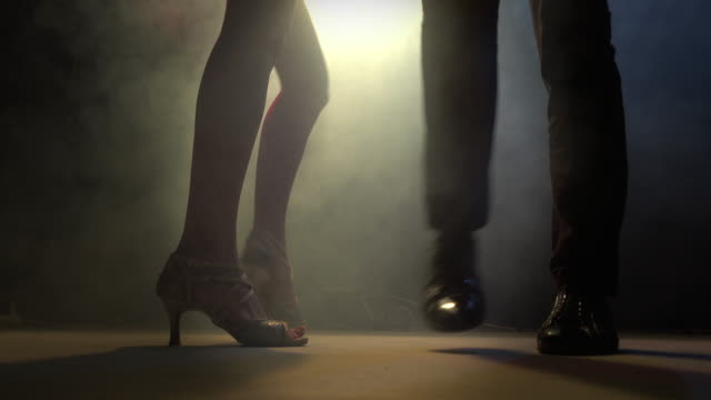 ダンサーの足 - サルサダンス点の映像素材/bロール