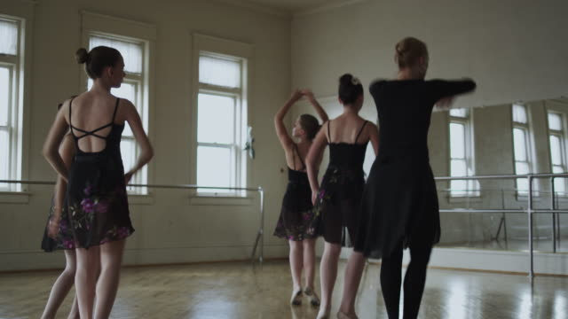 dancers in a dance studio with instructor - pirouette stock videos and b-roll footage