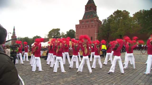 dancers perform as the winter olympics torch relay gets underway in moscow - チアリーダー点の映像素材/bロール