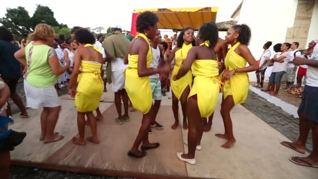 ws dancers perform during the festival of the good death on august 15 2014 in cachoeira brazil the afrobrazilian festival put on by the sisterhood of... - cachoeira stock videos and b-roll footage