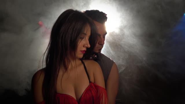 vídeos de stock, filmes e b-roll de dançarinos de retrato - dance studio