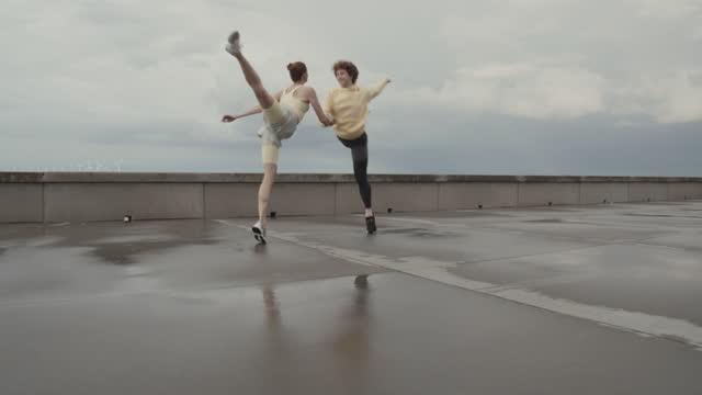 dancers practicing ballet at promenade - shaky stock videos & royalty-free footage