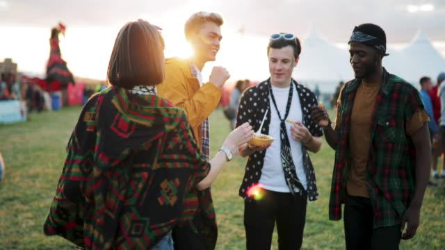 dans och äta på festival - tält bildbanksvideor och videomaterial från bakom kulisserna