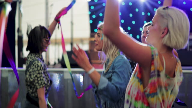 dancing at a music festival - carefree stock videos & royalty-free footage