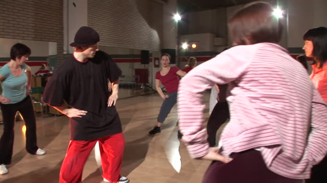 vídeos de stock, filmes e b-roll de steadycam hd: aulas de dança - membro humano