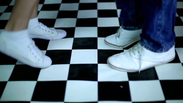 vídeos de stock e filmes b-roll de dança pés - dança jive