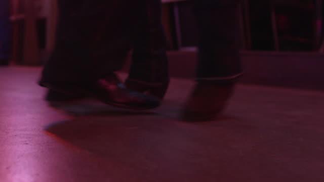 dancing feet - musica country video stock e b–roll