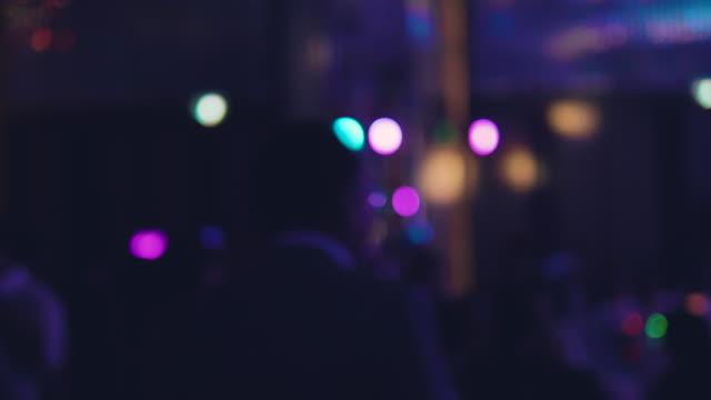 tänzerin in einem nachtclub - klatsch stock-videos und b-roll-filmmaterial