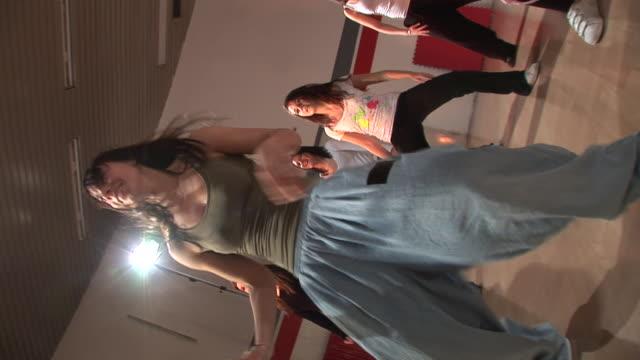 hd steadycam: dancing girl - dance studio bildbanksvideor och videomaterial från bakom kulisserna