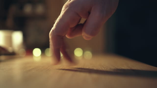 tanzende hand - finger stock-videos und b-roll-filmmaterial