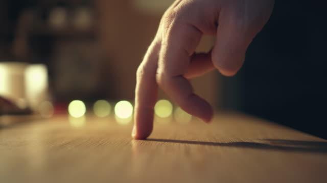 vídeos de stock e filmes b-roll de dancing hand - dedo