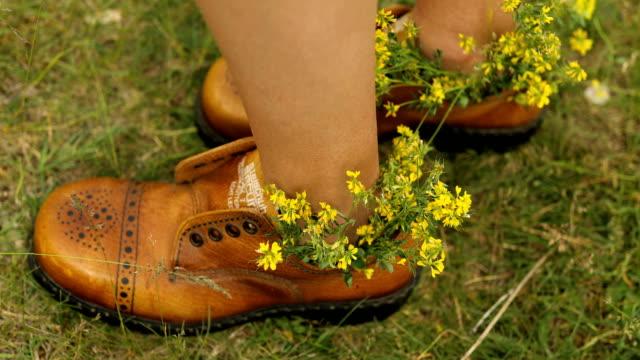vídeos y material grabado en eventos de stock de bailando en mis zapatos divertidos - generation z