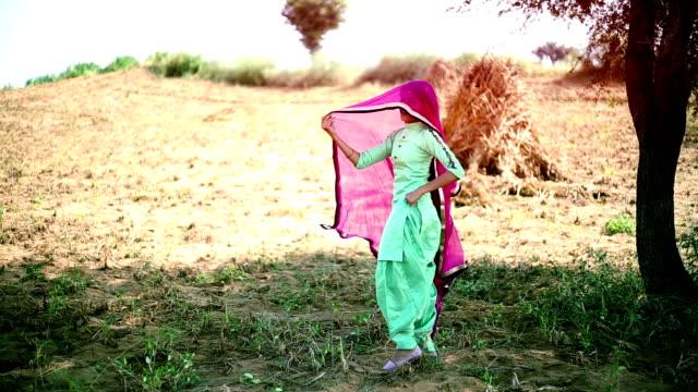 インドの女性のダンス - indian ethnicity点の映像素材/bロール