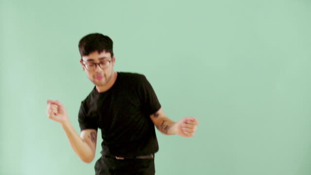 stockvideo's en b-roll-footage met dancing japanese gay man on colourful background - hip