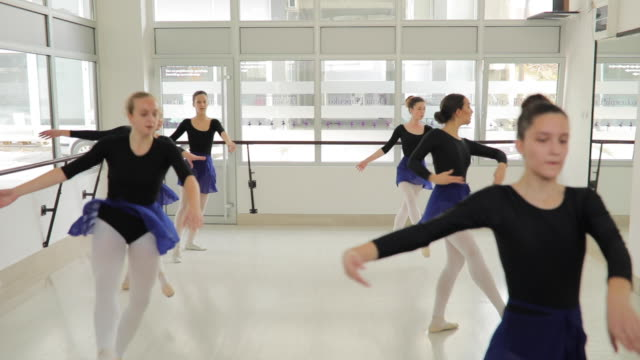 tanzen wie eine - ballettstudio stock-videos und b-roll-filmmaterial