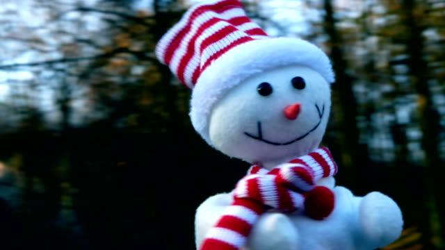 vídeos y material grabado en eventos de stock de baile de muñeco de nieve en carrusel, navidad, funny, humor - estructura metálica para niños