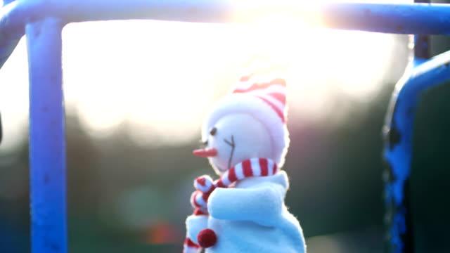 vídeos y material grabado en eventos de stock de baile el muñeco de nieve, columpio, navidad, funny, humor - estructura metálica para niños