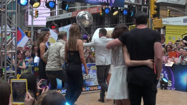 dancing with the stars contestants james maslow peta murgatroyd dancing on the outside set of the good morning america show in celebrity sightings in... - spielkandidat stock-videos und b-roll-filmmaterial