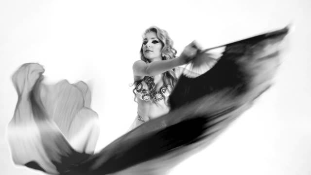 dansande kvinna - dance studio bildbanksvideor och videomaterial från bakom kulisserna