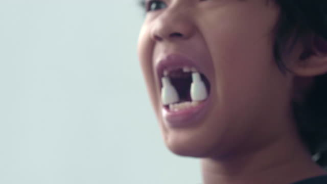 stockvideo's en b-roll-footage met gevaar: plastic in de mond - graaf dracula