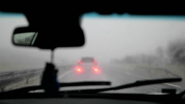 gefährlichem fahrverhalten - windschutzscheibe stock-videos und b-roll-filmmaterial