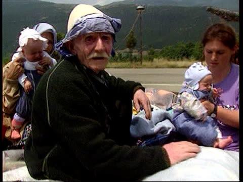 stockvideo's en b-roll-footage met dangers facing returning refugees yugoslavia serbia kosovo ext tractors and trailers carrying returning albanian refugees along road refugees crammed... - joegoslavië