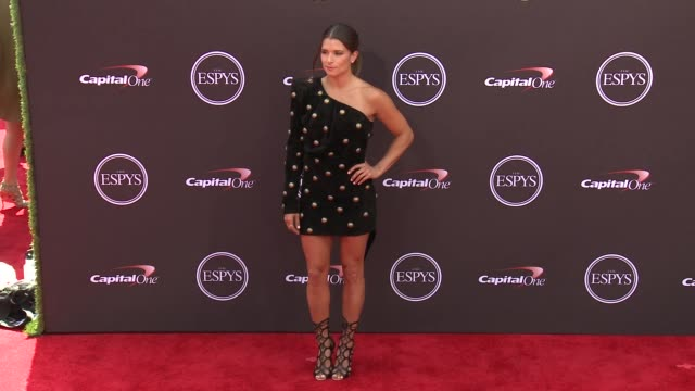 vídeos de stock, filmes e b-roll de danica patrick at the the 2018 espys at microsoft theater on july 18 2018 in los angeles california - espy awards