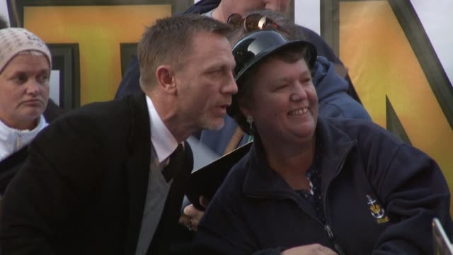 Daniel Craig and fan at the The Adventures of Tintin UK Premiere at London England