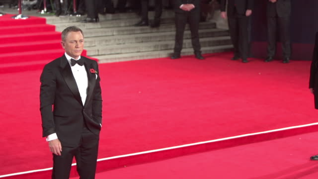 vídeos de stock, filmes e b-roll de daniel craig at 'spectre' world premiere at royal albert hall on october 26 2015 in london england - james bond trabalho conhecido