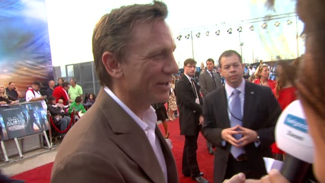 daniel craig at the cowboys aliens uk premiere at london england - cowboys & aliens stock videos and b-roll footage