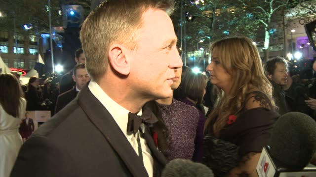 Daniel Craig On the cold weather talking to the press at premieres and about the film at the Quantum of Solace World Premiere at London